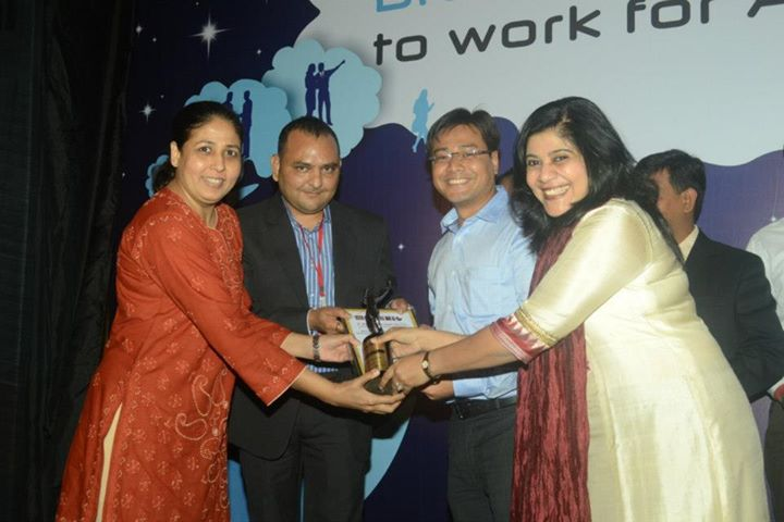 The awards given away by Hardik Shukla, Director, Ethos HR Management & Projects Pvt. Ltd accompanied by  Dr. Tanaya Mishra, Group HR, JSW Steel Ltd.